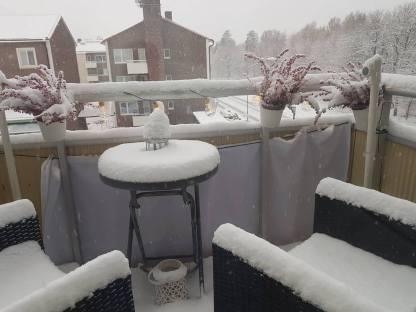 171122 Snö på balkongen